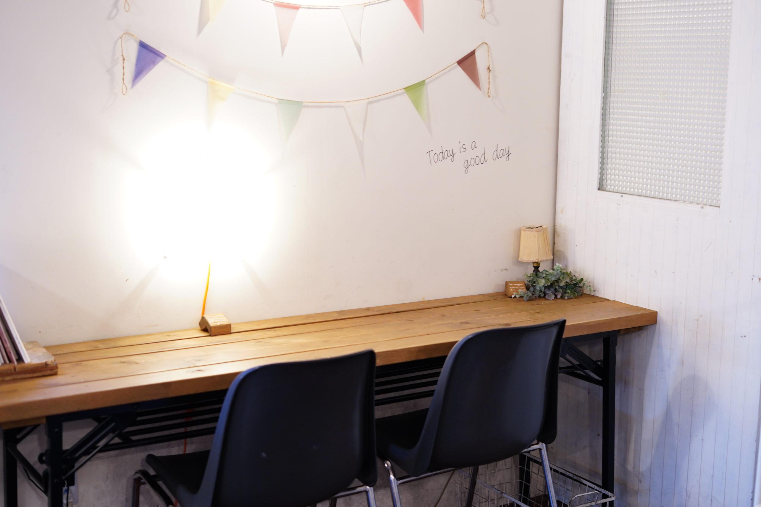 パンとカフェの店BRUNOさんのカフェスペース(壁側)