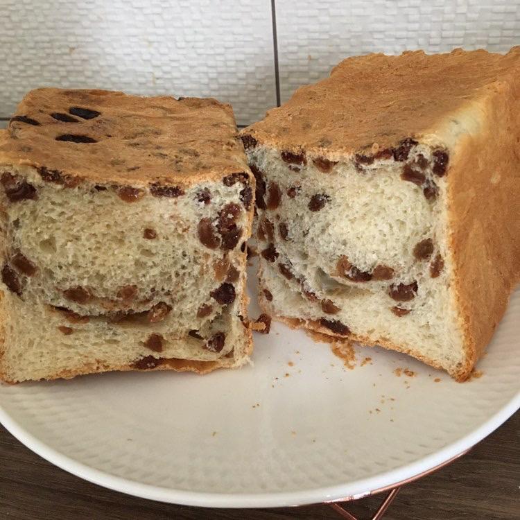 ドイツ在住の生徒さんが焼いたレーズン食パン