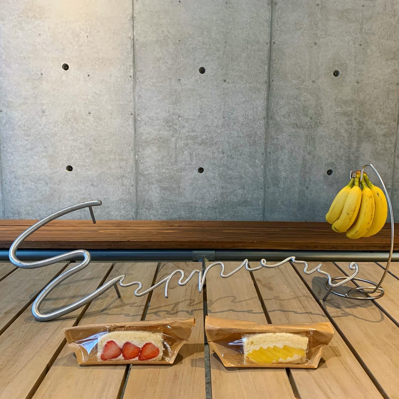 フルーツサンドとバナナ