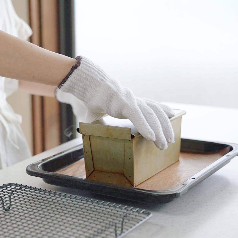 指先が自由に使えるミッキーハンド軍手はパン作りの必需品