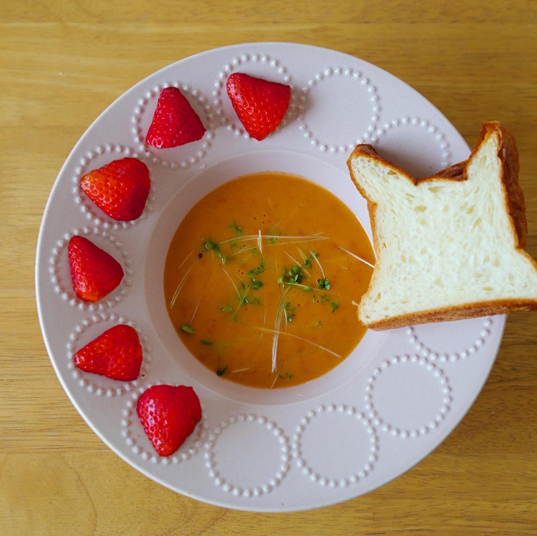 高級食パン「ムー」とズワイガニのスープ