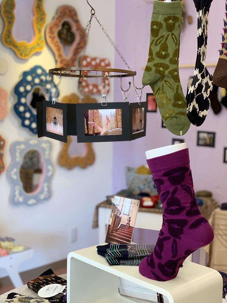 鏡の靴下展の店内の様子1
