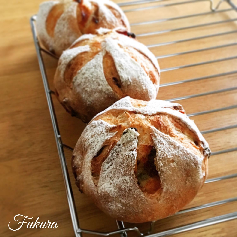 林檎と木の実のセーグルパン