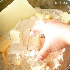 パン作りの小麦粉とバター
